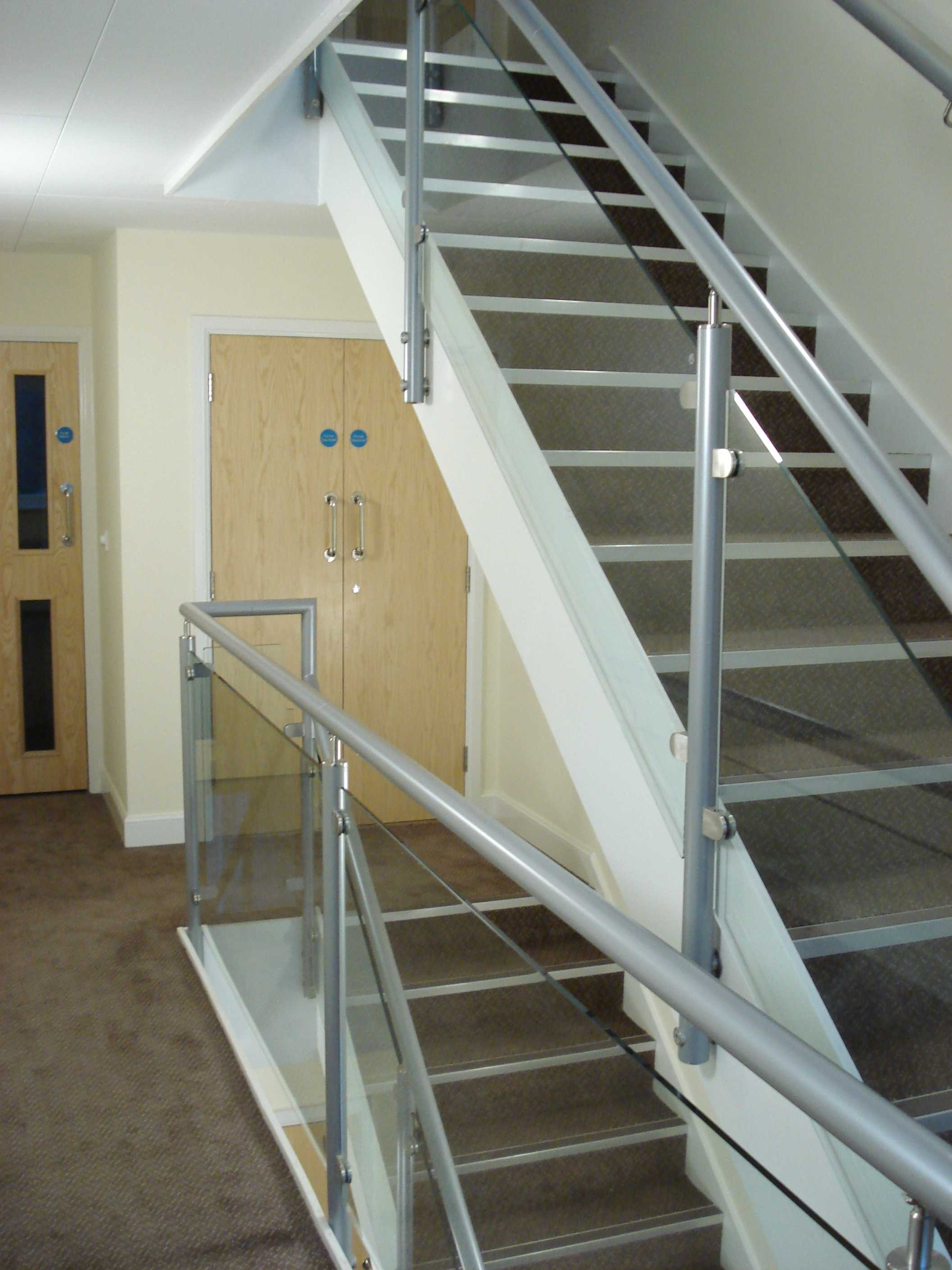 Staircase with aluminium handrail and glass balustrade