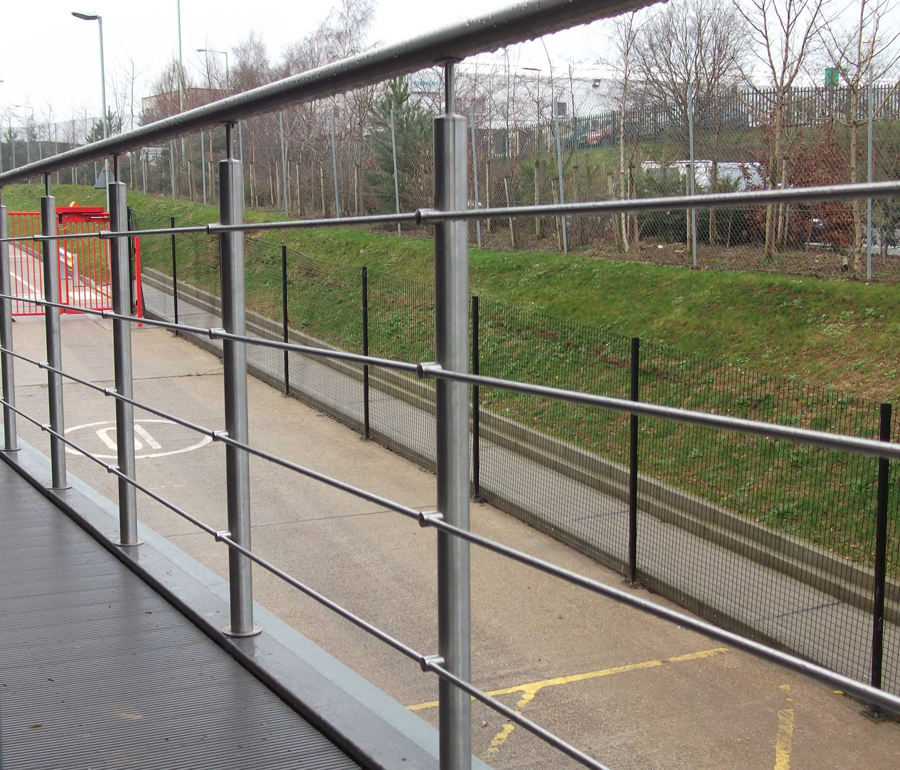 exterior stainless steel handrail and balustrade system