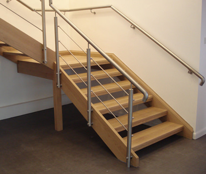 stainless steel handrail and balustrade system on staircase